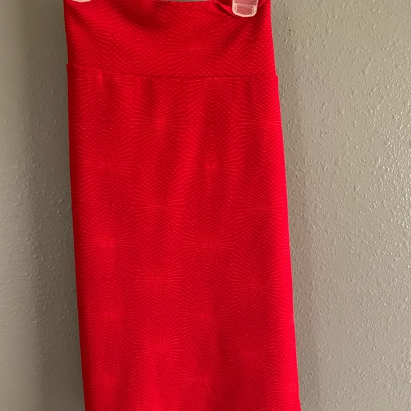 Red mid level pencil skirt. New with tags 2X sz.